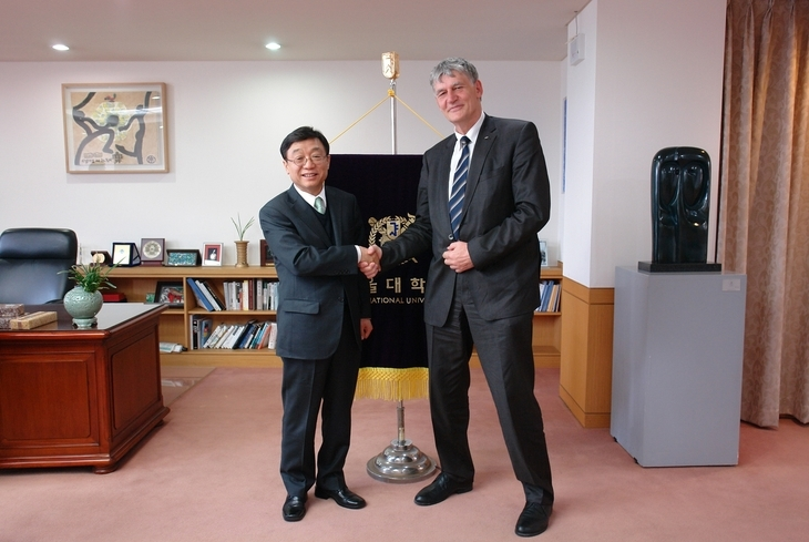 RWTH Rector, Prof. Schmachtenberg, on a visit in Korea