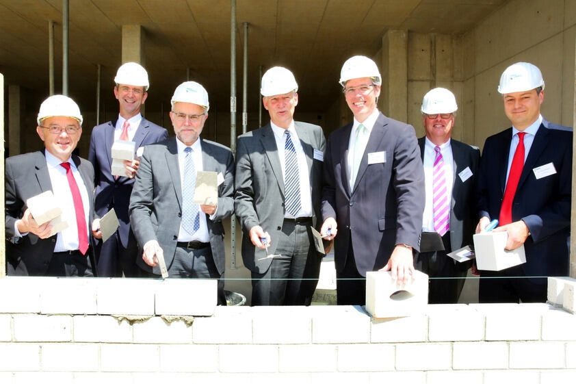 Representatives from politics, industry and academia at the building site